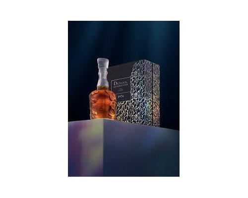 Dictador Generations en Lalique aranze stand 9776 dark 1.jpg